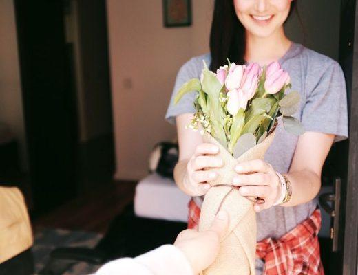regalar flores en el Día de la Mujer
