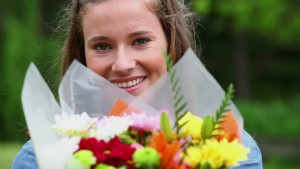 regalar flores a una amiga