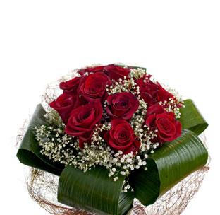 Bouquet Con 15 Rosas Y Paniculata