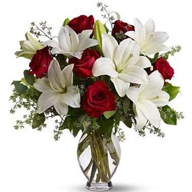 Jarrón de rosas y lilium a domicilio con Flores4you.
